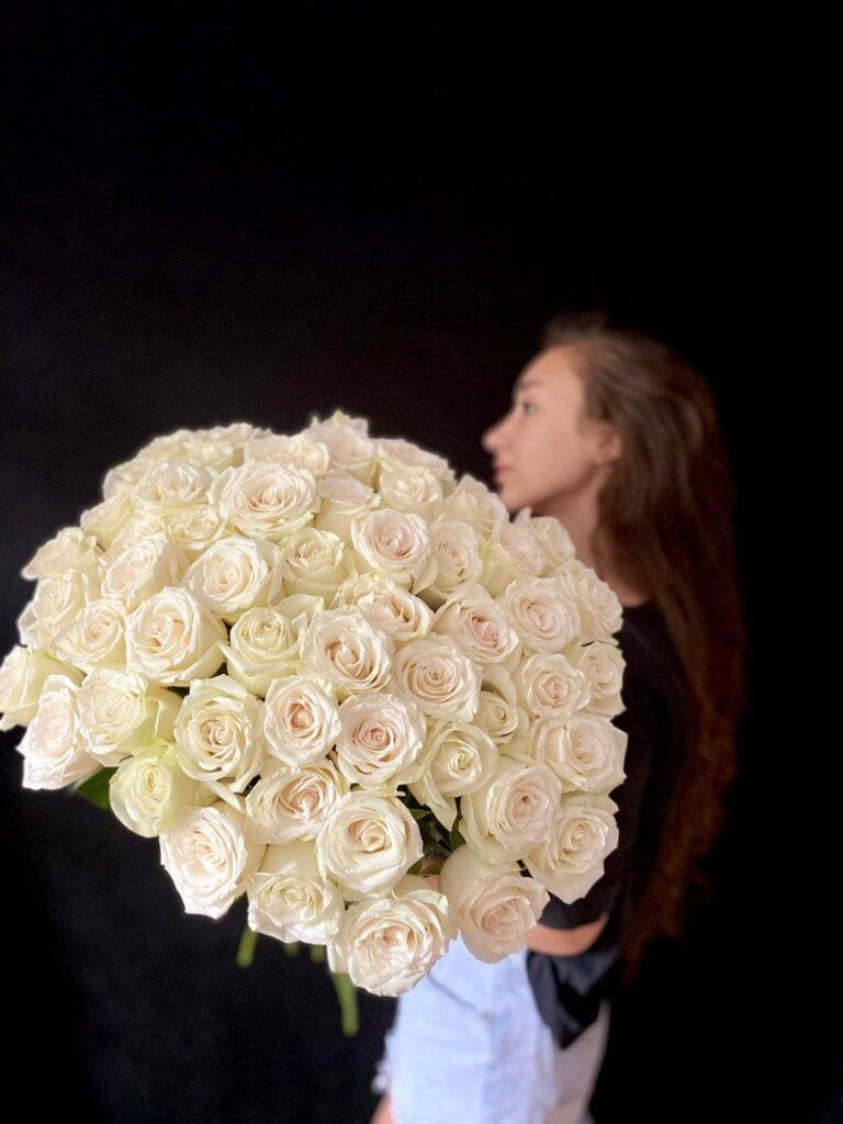 Белые розы 60 см