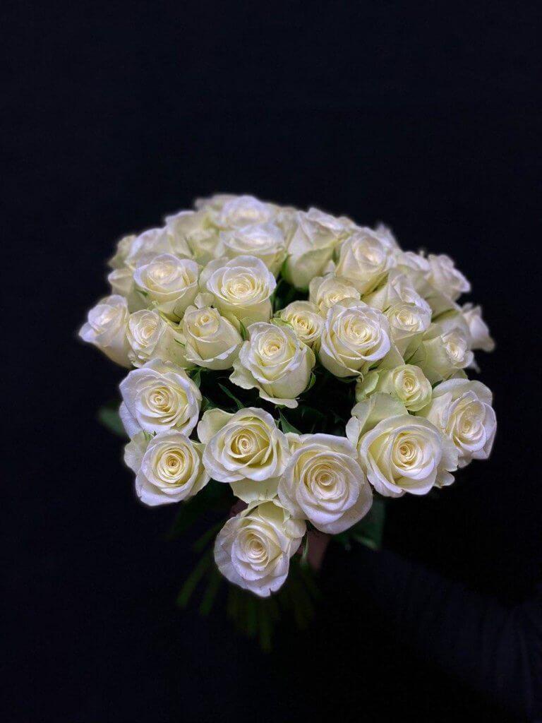 Белые розы 50 см (Кения)